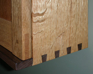 Wall cabinate with dovetails
